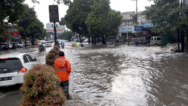 Banjir di Jl S Parman. (gie)
