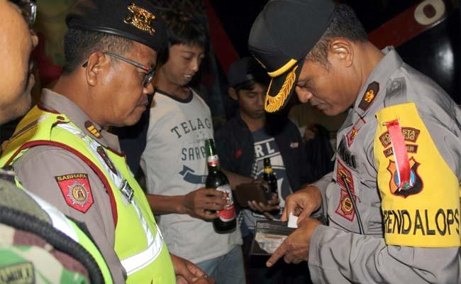 Jelang Nataru, Ratusan Botol Miras Diamankan Petugas Gabungan
