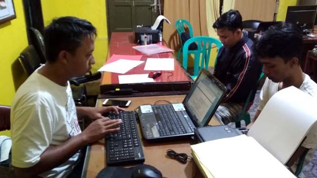 2 Pemuda Nongkrong Bawa Ganja, Depan UNMUH Jember