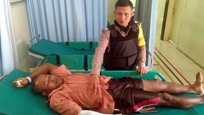 ROBEK : Korban usai mendapat pengobatan. (foto Humas Polres Malang)