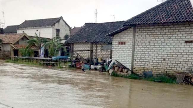 Banjir yang menggenangi Desa Brondong, Kecamatan Brondong, Kabupaten Lamongan, Senin(28/1/2019).