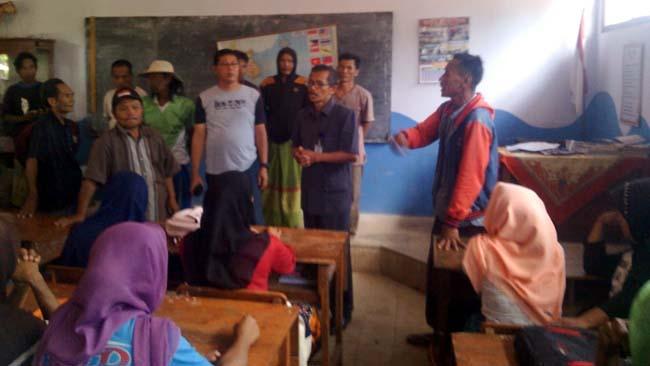 Wali Murid Demo Kasek SDN 2 Plalangan Sumbermalang, Protes Dana BSM yang Dicairkan Sepihak