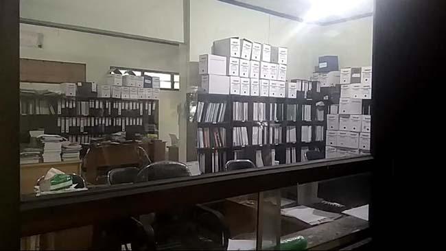 Kantor DLH (Dinas Lingkungan Hidup) kosong tidak ada petugasnya sama sekali