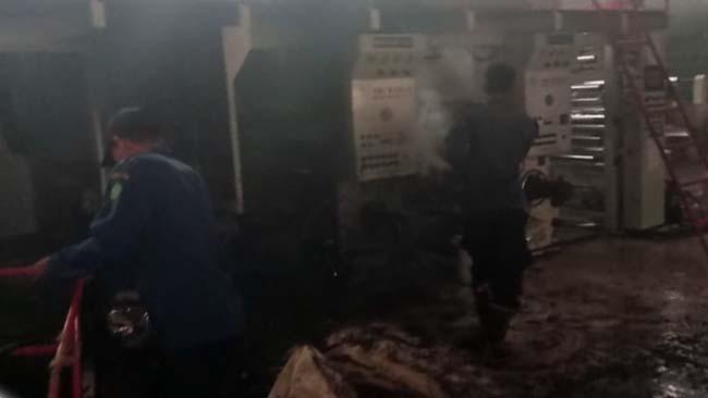 Mesin Pabrik Printing Terbakar, 4 Mobil PMK Dikerahkan