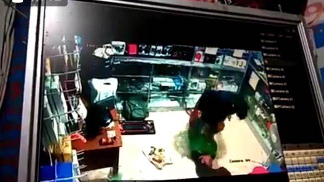 Polisi Selidiki Video Cewek Pegawai Konter Dihajar Kekasihnya