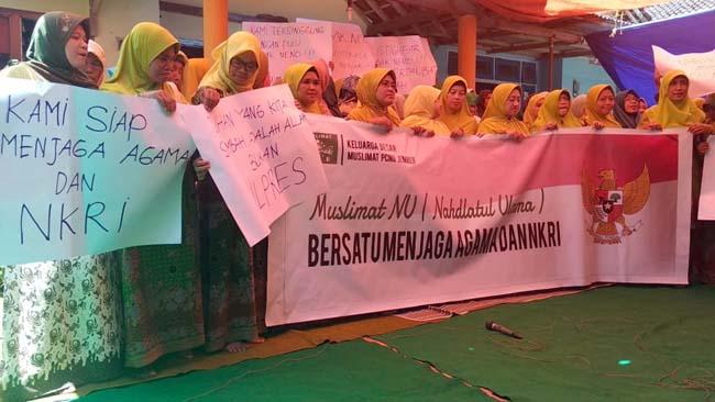 Puluhan Anggota Muslimat NU Jember Protes Puisi Neno Warisman