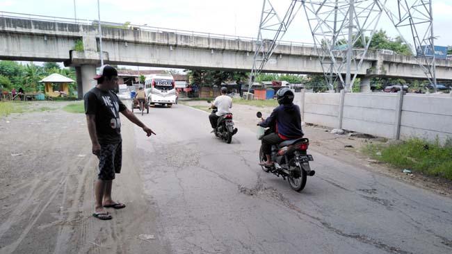 Waskita Karya Rusak Jalan, Tanggul dan Drainase Desa Kebonagung