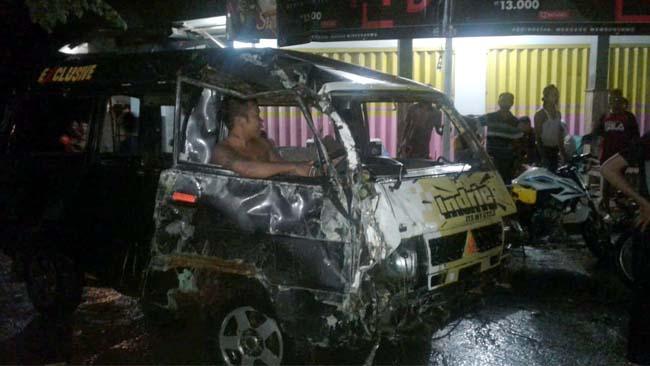 Minibus Terseret Banjir Air Sungai, Sopir dan Penumpang Lompat