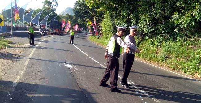 Olah TKP kecelakaan yang menewaskan karyawan BUMN di Situbondo