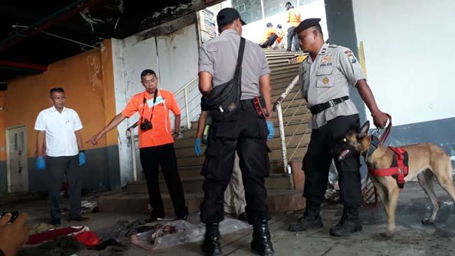 Unit K9 dan Inafis Polres Malang Kota olah TKP di lokasi. (gie)