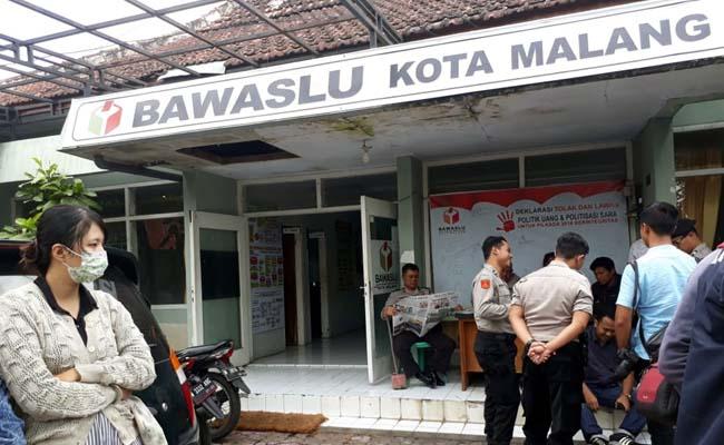 Polisi Jaga Ketat KPUD dan Kantor Bawaslu Kota Malang, Terkait Informasi Pengembalian Money Politik