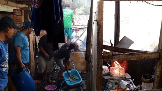 Rumah Penjual Rosokan Gadang, Terbakar