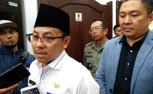 Walikota Malang Sutiaji dan perwakilan Oppo Indonesia, menjawab pertanyaan awak media. (rhd)
