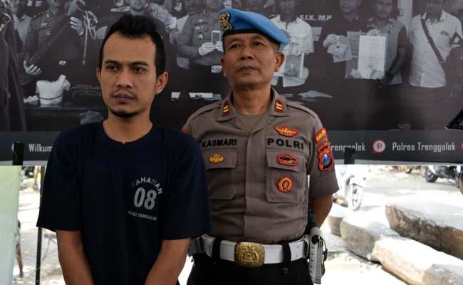 pelaku KDRT asal Desa Tumpuk Kecamatan Tugu hanya bisa menunduk menyesali perbuatannya