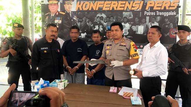 Petugas Gabungan menangkap 2 pelaku pencurian kayu