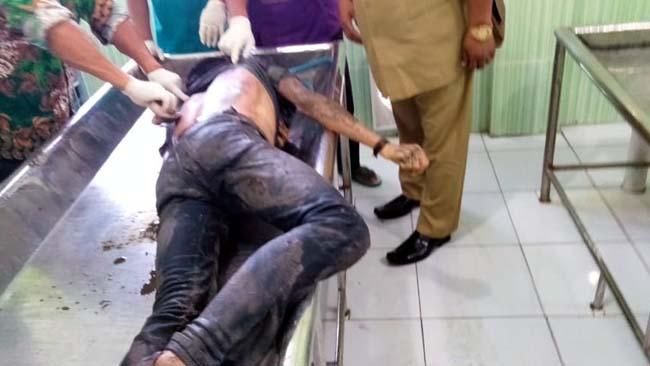 Kondisi mayat Ahmad Surulil Huda di kamar mayat RSD dr Soebandi