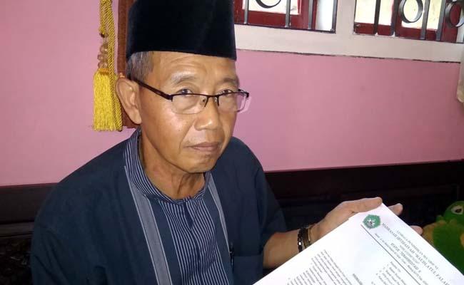 SIAP : Abdul Rohim Kepala MI Raudlatul Falah Talok Kecamatan Turen siap kirim surat sangkalan. (Sur)