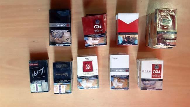 Barang bukti rokok berbagai merk yang dibawa kabur tersangka