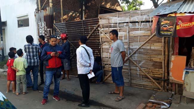 Diduga Bom, Meledak di Barang Bekas Satu Pekerja Luka Parah