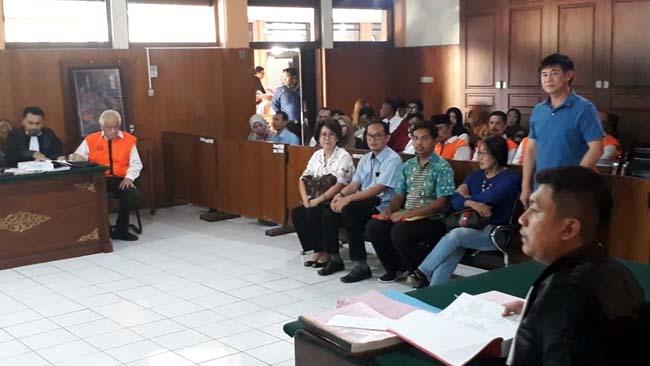 Megawati dan para saksi dalam persidangan dengan terdakwa Thomas. (gie)