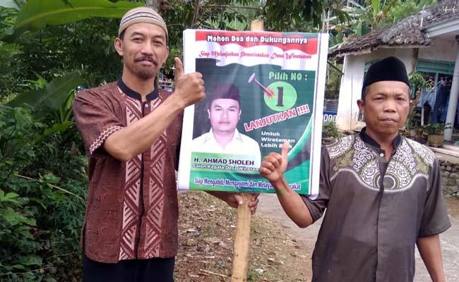 SAKSI : Puryadi dan Abdul Wahid, Saksi Cakades Ahmad Sholeh Nomor Urut 1. (H.Mansyur Usman/Memontum.Com)
