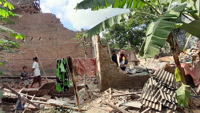 Gempa 6.0 SR robohkan Rumah dan Timpa Pemiliknya