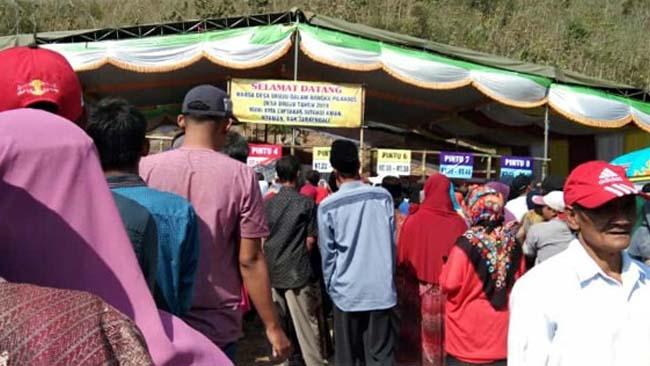 HAK PILIH : Antusias Warga Druju Dalam Memberikan Hak Pilih. (H Mansyur Usman/Memontum Com)