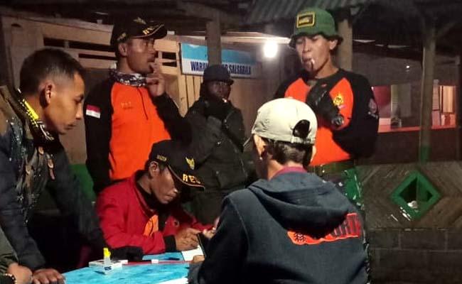 KUMPUL : Relawan dan SAR malam ini di lokasi dekat Watu Lepek. (ist)