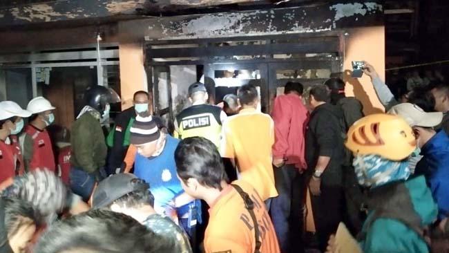 Korban Kebakaran Dievakuasi ke Rumah Sakit dr Saiful Anwar