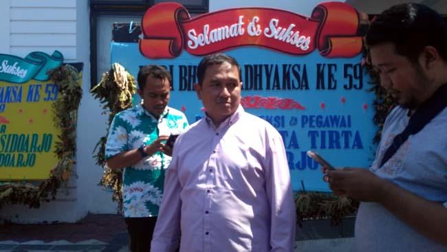 KETERANGAN - Ketua Bidang Umum dan Perlengkapan Komite Nasional Indonesia (KONI) Sidoarjo Abdul Wahab mendatangi Kejaksaan Negeri (Kejari) Sidoarjo untuk memenuhi panggilan pemeriksaan tim penyidik Kejari Sidoarjo, Senin (29/07/2019)