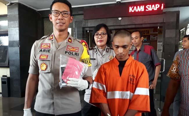Tersangka Nuril Anwar saat dirilis di Polres Malang Kota. (gie)