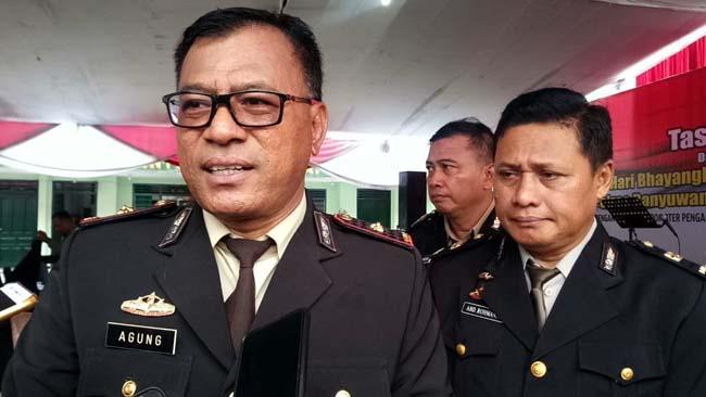 UNGKAP : Kapolsek Rogojampi Kompol Agung Setyabudi, didampingi Kanitreskrim Iptu Abd Rohman. (tut)
