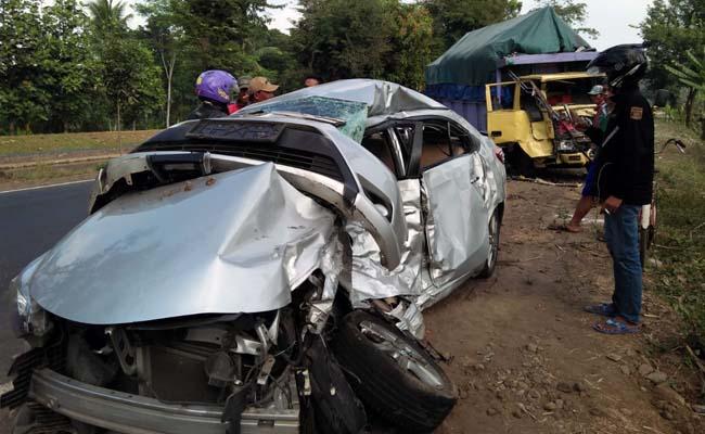 RINGSEK : Mobil Toyota Vios di TKP. (yud)
