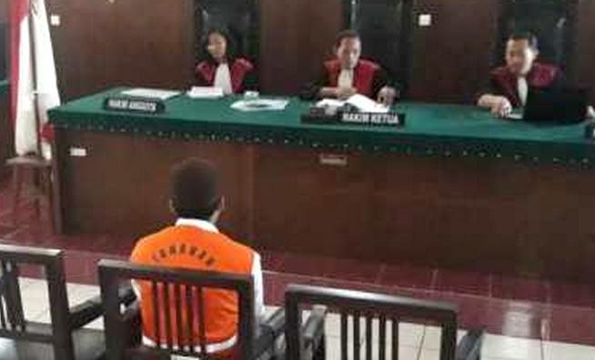 Sunardi, pelaku pencabulan anak dibawah umur saat sidang putusan di PN Bondowoso, Kamis (29/8/2019)