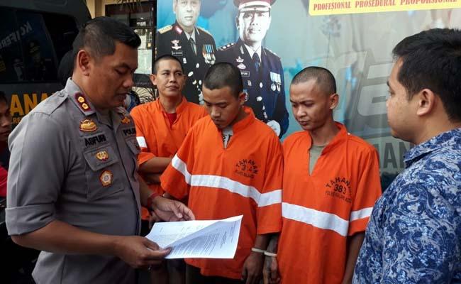 Jefri dan Dani di Polres Malang Kota. (gie)