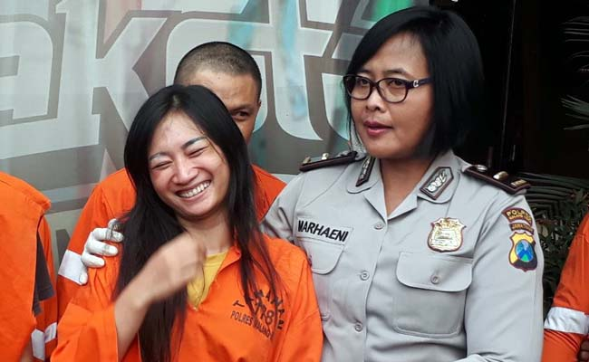 Tersangka Leli, saat dirilis di Polres Malang Kota. (gie)