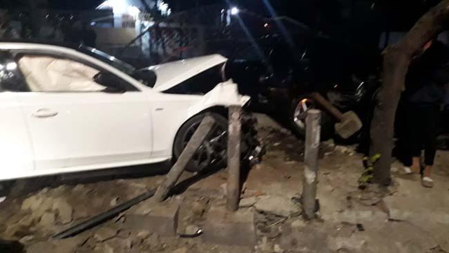 Mobil Accord dan Audi, usai kebut-kebutan dan menabrak pengguna jalan. (ist)