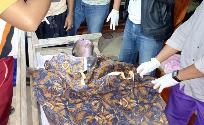 Terbujur kaku : Martamin ditemukan tewas usai terbakar sekujur tubuhnya