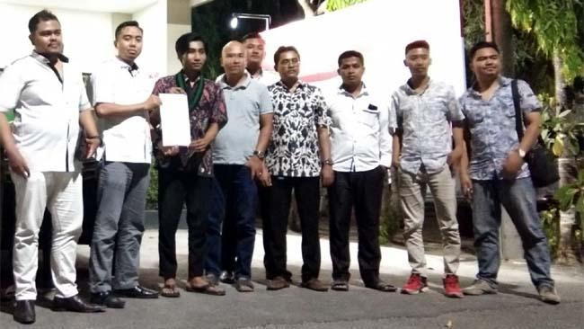 Efendi Ketua umum HMI cabang Bangkalan dan Kuasa Hukum melaporkan Agung Ali Fahmi Ke Polres Bangkalan