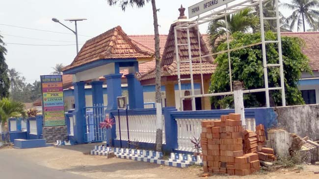 Balai Desa Druju. (Sur)