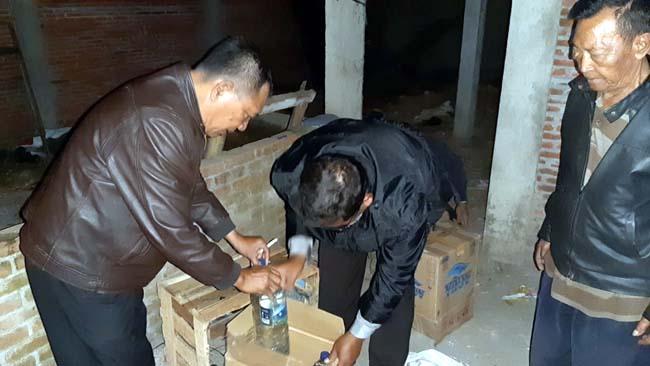 Petugas Polsekta Sukun serentak merazia para pengedar Miras (ist)