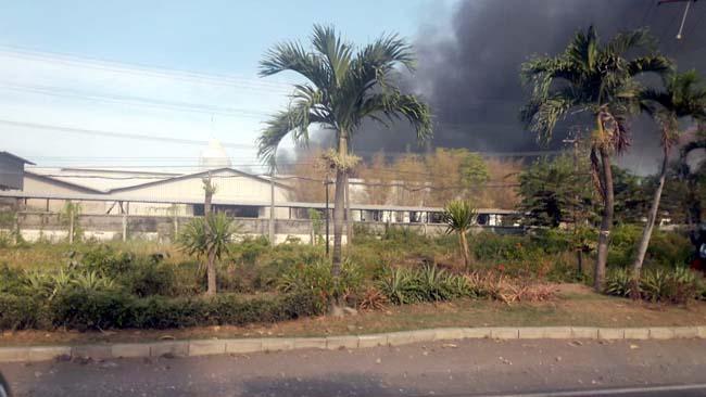 Pabrik Plastik di Sidoarjo Terbakar, Saptam Terluka Dilarikan Rumah Sakit