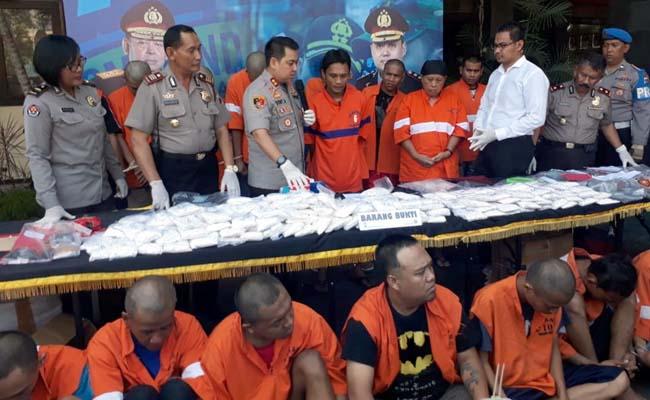 Kapolres Malang Kota AKBP Dony Alexander SIK MH saat merilis 22 ungkap kasus narkoba. (gie)