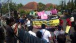 Tuntut Transparansi Data Bansos, Puluhan Warga Demo BRI Lagi