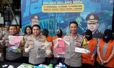 Kapolres Malang Kota AKBP Dony Alexander SIK MH saat merilis sindikat aborsi di Mapolres Malang Kota. (gie)